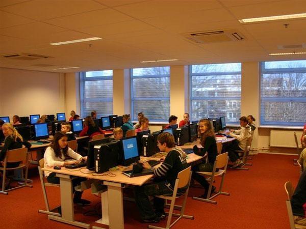 Computerlokaal voor instructie internet, cursussen, workshops.