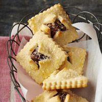 For a tradition Italian cookie recipe, try these easy bundles. Made with cinnamon, dates, figs, nuts, raisins, and vanilla, everyone will love these treats.