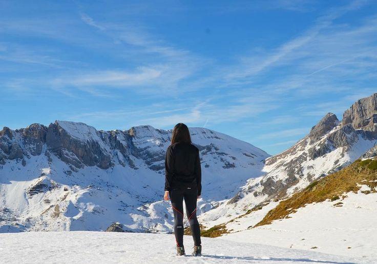Algunos dicen que son los pies los que nos llevan, yo creo que son las ganas' 👣🗻   #IbonDeAcherito #Aragón #Pirineo #pirineoaragones #casabiescas #pyrenees #nature #miraragon #nieve #montañas #autumn #vacaciones #viajar #puravida #Mountain