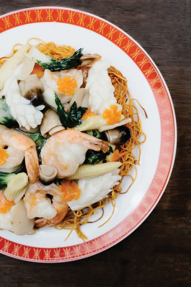 Crispy noodles with scallops, prawn, and squid