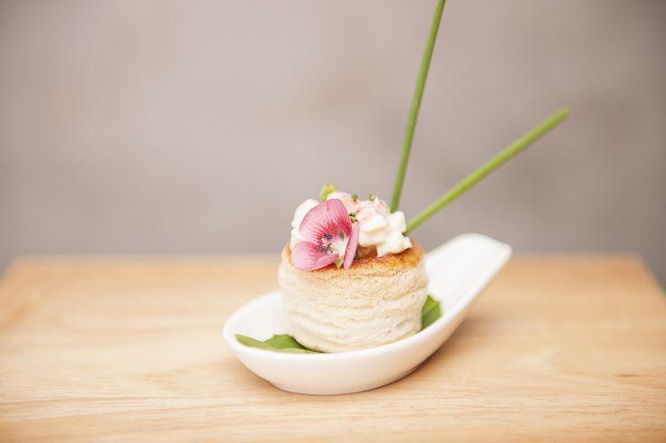 Canasticas de hojaldre rellenas de cangrejo en mayonesa de jengibre
