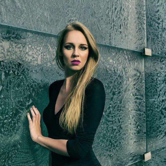 photo: Marek Łuszczkiewicz MUA: Agnieszka Pindel   black little black dress blonde girl pink lips
