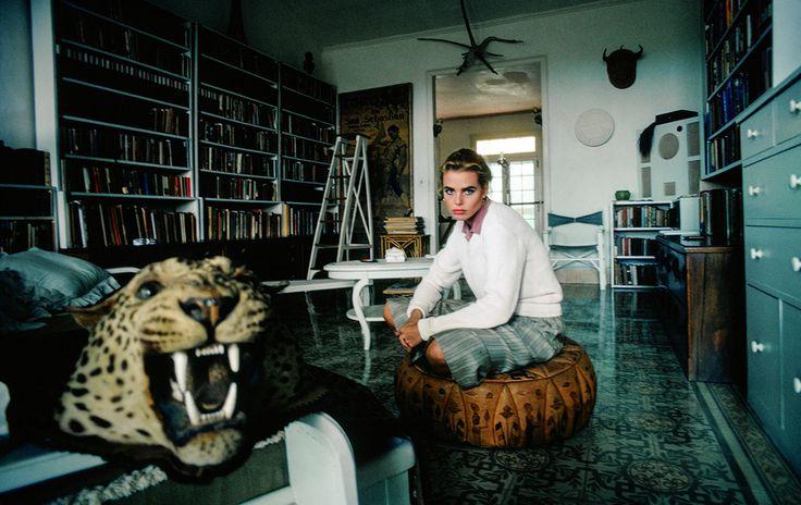 Petite-fille de l'illustre écrivain, Margaux Hemingway est l'incarnation lumineuse d'une beauté survoltée, vive et tourmentée. A la fin des années 70, la jeune femme se rend à Cuba, dans la maison où son grand-père a vécu et écrit, pour poser sous l'objectif du photographe David Hume Kennerly. Des clichés inspirants pour sentir l'atmosphère de la ville de La Havane, où se tiendra le défilé Chanel croisière 2017 le 3 mai prochain.Crédit photo : David Hume Kennerly/Getty Images