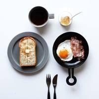 調理して、そのままテーブルへ。料理がおいしく美しくなる「釜定」の鉄製フライパン