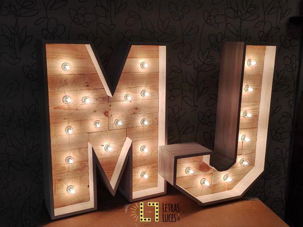 Letras M y J con bombillas - Letras con luces
