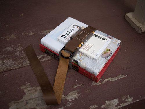 Old-school book strap tutorial: Idea, Book Strap, Schools, Oldschool, Old School, Diy Project, Leather Book