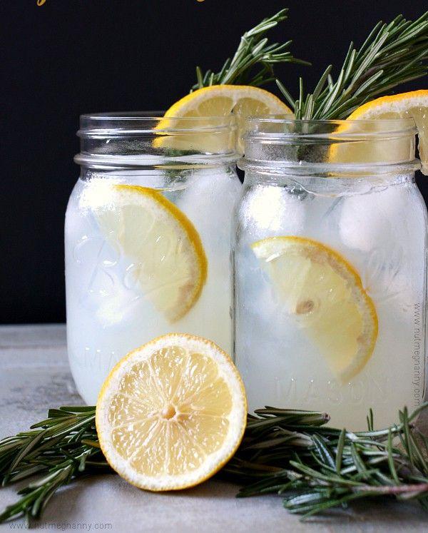 Komu se chce v tomto horkém letním počasí stát v kuchyni a vařit nebo péct? Myslím, že nikomu. Proto si připravte chutné a osvěžující domácí limonády.
