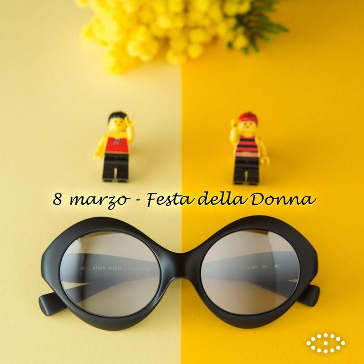 La bellezza di una donna non dipende dai vestiti che indossa né dall'aspetto che possiede o dal modo di pettinarsi. La bellezza di una donna si deve percepire dai suoi occhi, perché quella è la porta del suo cuore, il posto nel quale risiede l'amore (Audrey Hepburn). Buona #FestadellaDonna a tutte le nostre fan! 👩👠💝 . . . #FestaDellaDonna #donna #donne #woman #women #SalmoiraghieVigano #8marzo #womensday #girls #occhiali #glasses #occhi #eyes