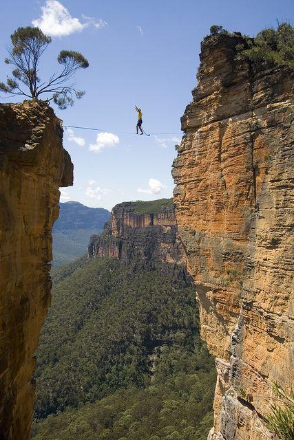 Walking on the Hanging Rock highline, Blue Mountains, Australia (by Loz 'n Tim).