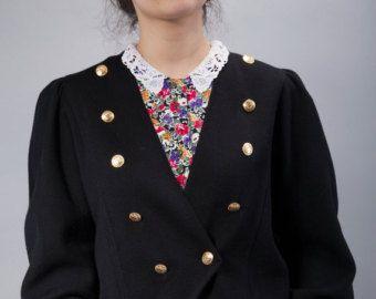 Gilet Crochet noir gros haussement dépaules tricot par LoveandKnit