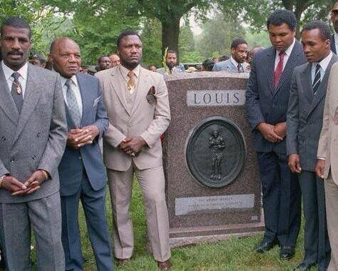 Michael Spinks, Jersey Joe Walcott, Joe Frazier, Muhammad Ali and Sugar ray Leonard all paying respect to the great Joe Louis