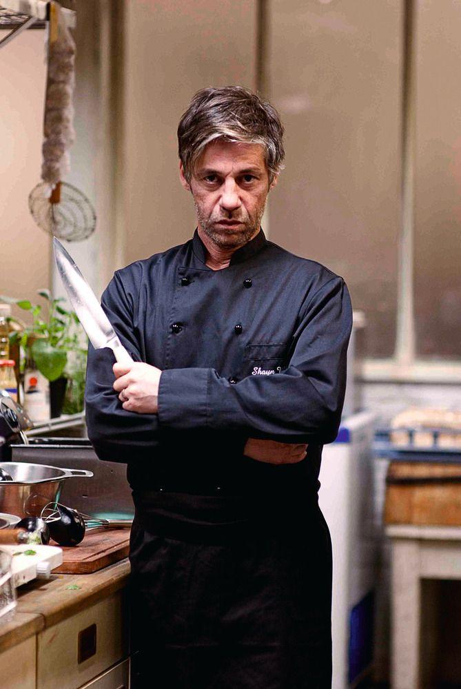 """#CINEMA: Birol Ünel, deutsch-türkischer Schauspieler, hier als Chef Shayn in """"Soul Kitchen"""", Komödie vom Regisseur Fatih Akin (2009)."""