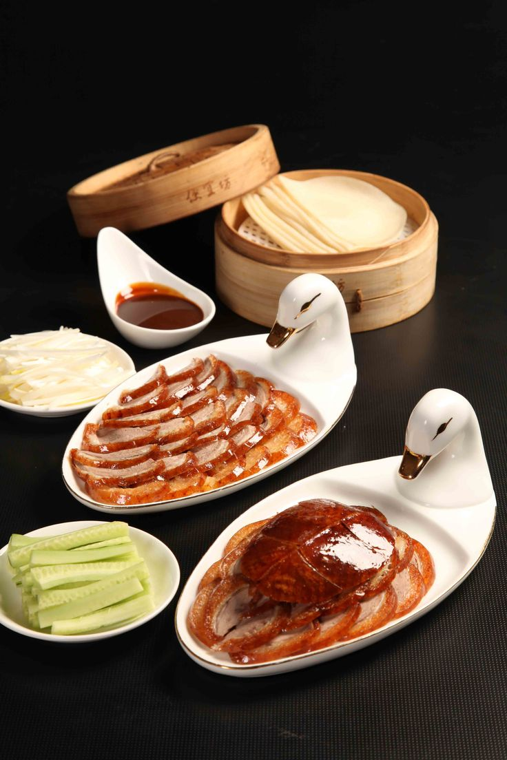 """Peking Duck restaurant. Yongle fourteen years (AD 1416) Bianyifang Roast Duck Restaurant (commonly known as the old cheaply Square) in the rice market alley opened business stew furnace duck, duck, also known as the South oven. Bianyifang business """"stew furnace duck"""" is one of two schools of Beijing roast duck. Which is characterized by skin crisp tender, delicious taste, but also because of the baking process but not fire duck, duck surfaces ensure no impurities, known as """"green duck."""""""
