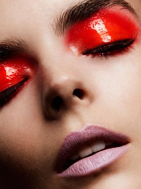 red glossy lids makeup