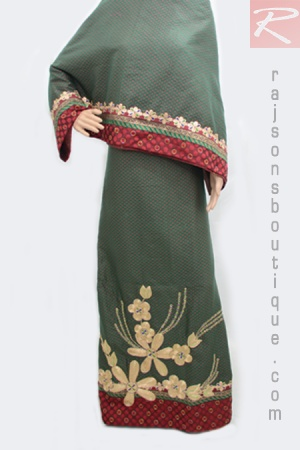 A Green Rida With Red Dot Silk Fabric And Center Bunch Hand Work With Sequence Set Up.  Price-Rs.3652