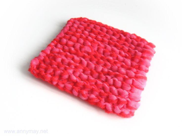 Voici un projet de tricot très facile et très pratique à ajouter à votre agenda!  Je vous invite à fabriquer vos propres tampons à récurer avec de la laine et de la tulle.  Après les éponges pour l…
