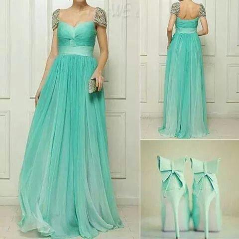Vestido de noche en color verde menta