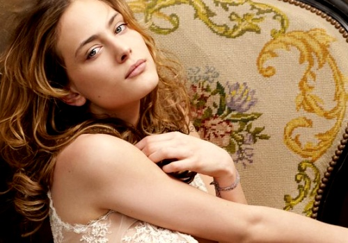Nora Arnezeder.  I should just change this board's title to French Girls.
