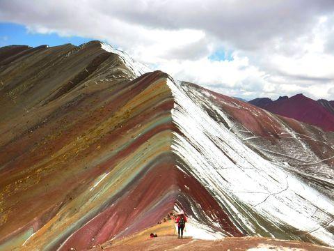 標高5100mの秘境!ペルーの新名所「レインボーマウンテン」が絶景すぎる! | ペルー | トラベルjp<たびねす>