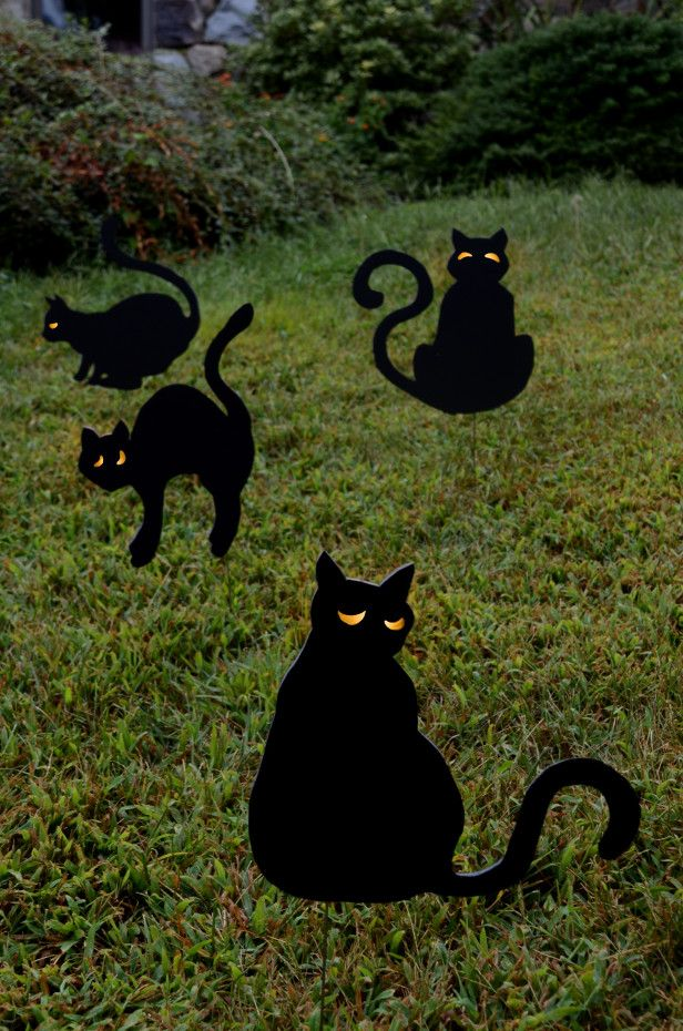 halloween yard decor creepy black cats httpwwwhgtvgardens - Halloween Ideas For Yard
