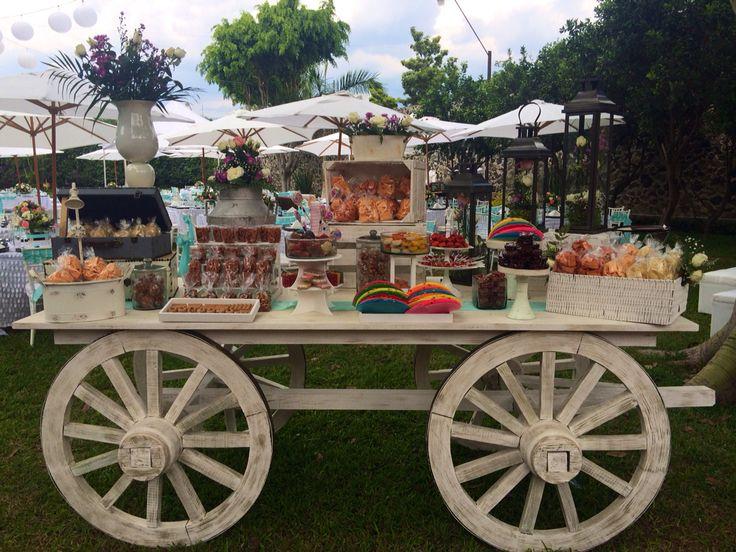 Mesa de dulces - Carreta vintage de dulces mexicanos. Por casaleonarda.com.mx