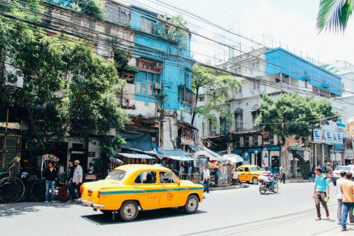 blog-voyage-place-colette-inde-calcutta-rue-taxis-architecture-couleur
