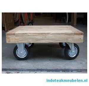 Vierkante salontafel op wielen