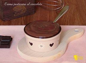 CREMA PASTICCERA AL CIOCCOLATO #crema #cioccolato #chocolate #custard #senzaglutine #senza #glutine #glutenfree #foodporn #ricetta #recipe #italy #italian #dolce #dolci #ilchiccodiamais http://blog.giallozafferano.it/ilchiccodimais/crema-pasticcera-al-cioccolato/