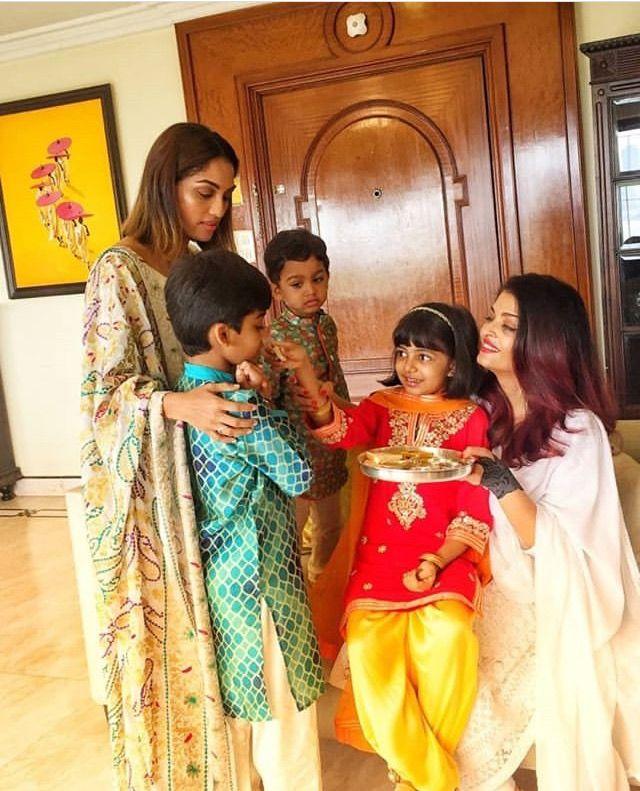 Aishwarya With Her Daughter Aaradhya Bachchan And Her Brother S Wife And Her Sons Aaradhya Bachchan Brothers Wife Aishwarya Rai