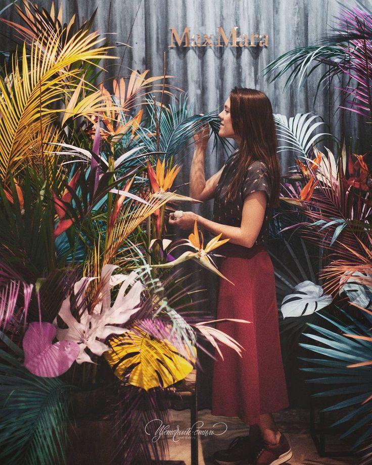 Фотозона для #MaxMara @fashiongallery_nsk от @floral_style  Презентация новой коллекции #TropicalModern