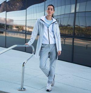 ランニングウェアにも◎、断然動きやすいジョガーパンツは買い! アラフォー(40代)女性のおすすめジョガーパンツコーデ♬