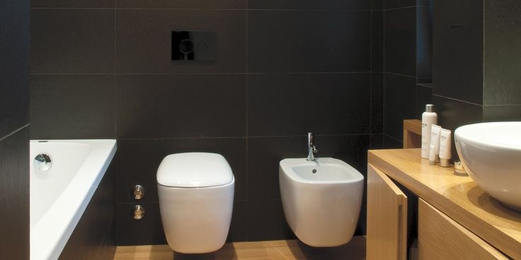 Private Residence – Bari – Italy Very #black #porcelain #stoneware like #Pietradilavagna, in the Cleft finish, for this essential and #elegant #bathroom.