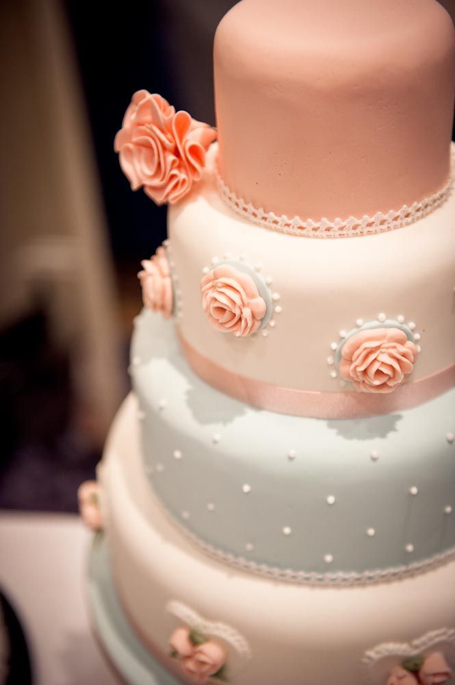Stunning Cakes By Professional Cake Makers Http Www Weddingmarket Co