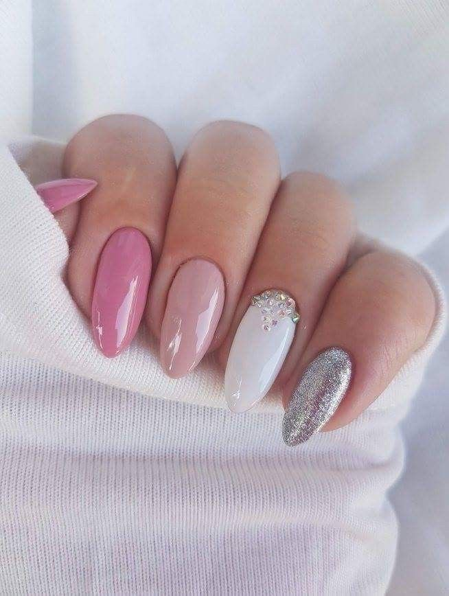 25 +> I love this pink nail look with sparkling silver and white. Nail inspiration #pink # …
