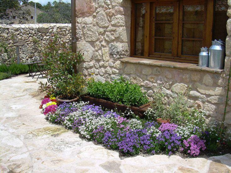 M s de 25 ideas incre bles sobre peque os patios for Fotos de jardines rusticos