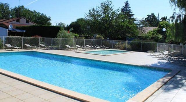 Mobil-Home Viviane Gaumat - #Campgrounds - $86 - #Hotels #France #Biscarrosse http://www.justigo.club/hotels/france/biscarrosse/camping-les-petits-ecureuils_58338.html