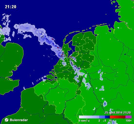 Buienradar  : onweer trekt over nederland vrijdagnacht  25 april 2014...nacht voor KONINGSDAG
