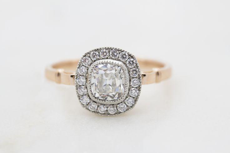 Anello di fidanzamento con diamanti e oro