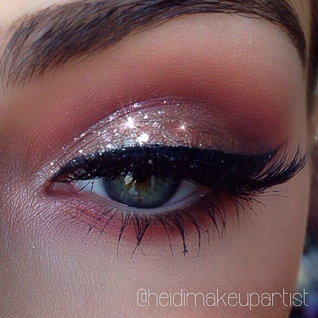 Glitter smoky eye shadow w/a touch of brown