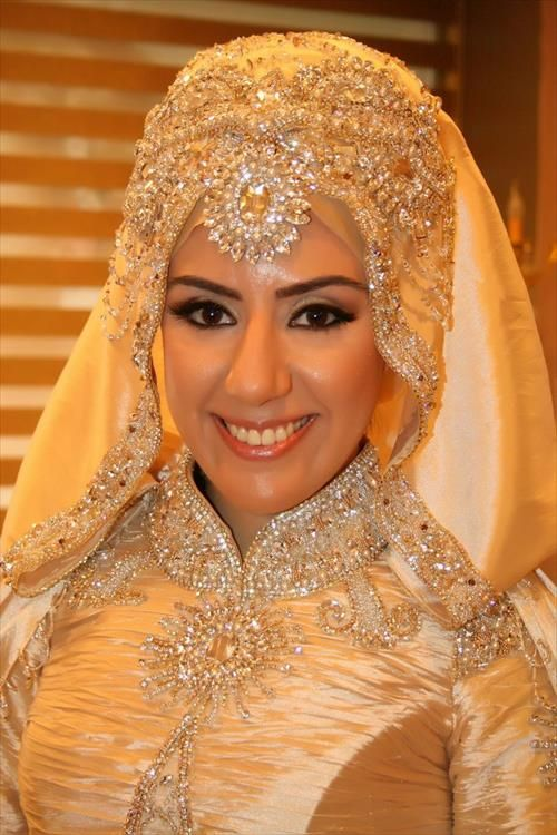 A Bridal Looks Beautiful In Hijab Because The Reflects Her Ic Thought And Spirituality Here You Can See Variety Of Styles