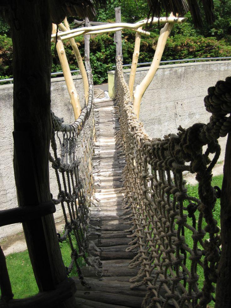 Ochranná síť Podkrušnohorský zoopark Chomutov. Sítě jsou vyrobené z jutového lana.