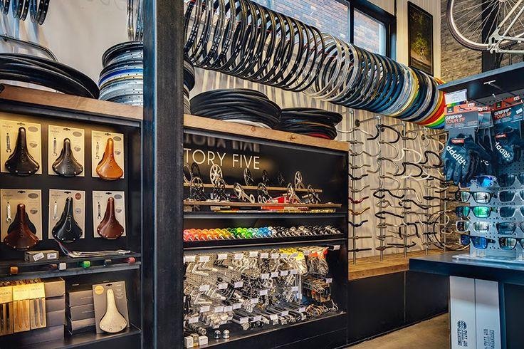 El proyecto de interiorismo de la nueva tienda de Factory Five en Shanghai, un espacio dedicado a la pasión por las dos ruedas.