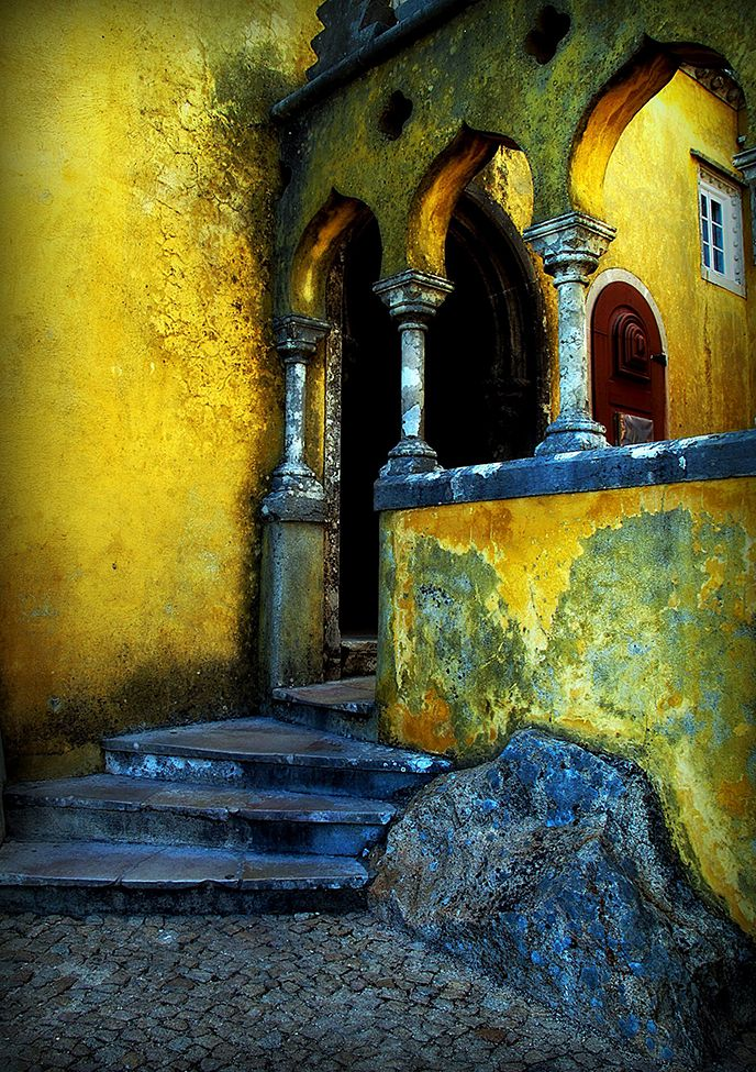 Photograph by Patrick Yuen (Arlington, Virginia), May 2009, Lisboa, Portugal: Favorite Places, Beautiful Places, Blue Yellow, Quomodo Sedet, Castle, Sedet Sola, Patrick'S Yuen, Photo, Lisboa Portugal