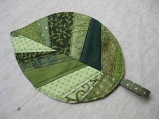Valomea's Flickenkiste: Schnipselparty mit eigenen Schnipseln - ein Blätter-MugRug