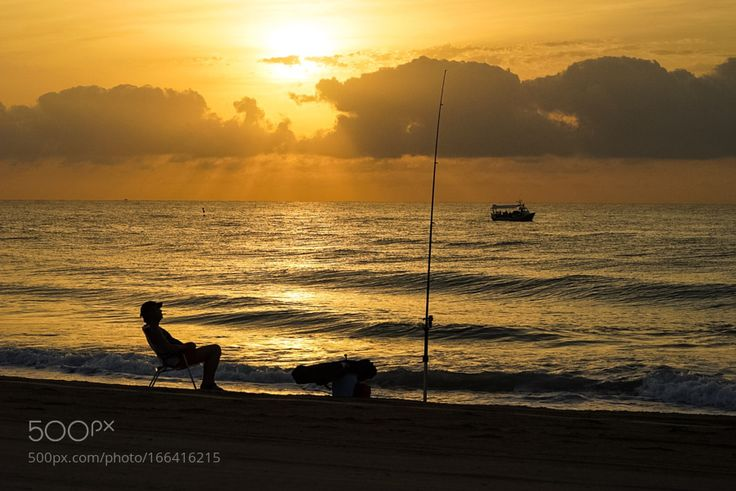 """Pescando en la playa (Peñíscola Castellón) Go to http://iBoatCity.com and use code PINTEREST for free shipping on your first order! (Lower 48 USA Only). Sign up for our email newsletter to get your free guide: """"Boat Buyer's Guide for Beginners."""""""