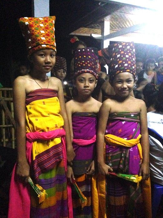 Traditional costume: It has an obvious resemblance to the Balinese seen from their traditional costumes and textile patt...