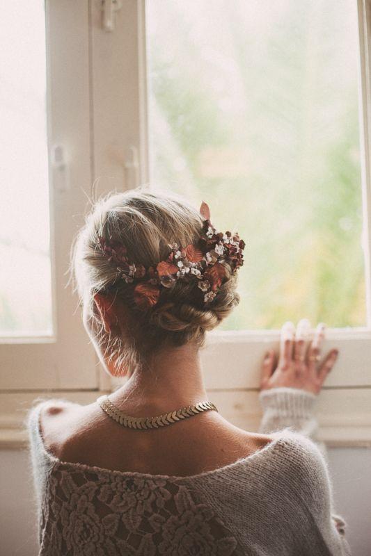 Tocado floral en tonos cobrizos by Le Touquet