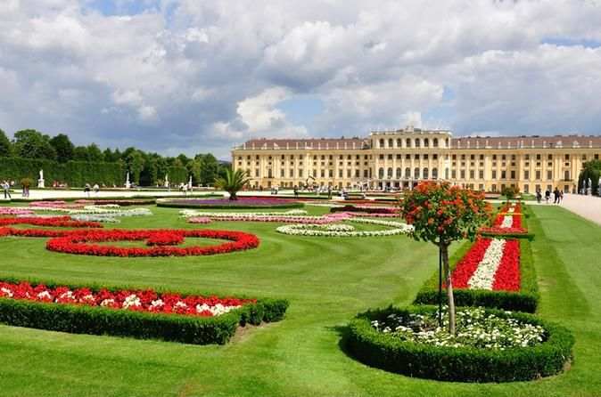 Schönbrunn Palace Evening: Palace Tour, Dinner and Concert, Vienna