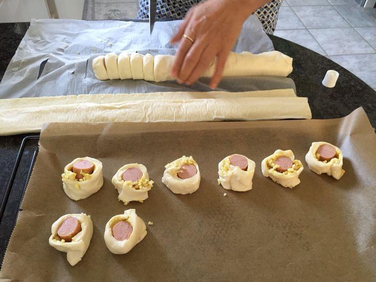 Wienerli im Pizzateig mit Käse