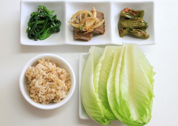 유채나물 무침, 도토리묵, 꽈리고추 찜, 현미밥, 로메인 상추